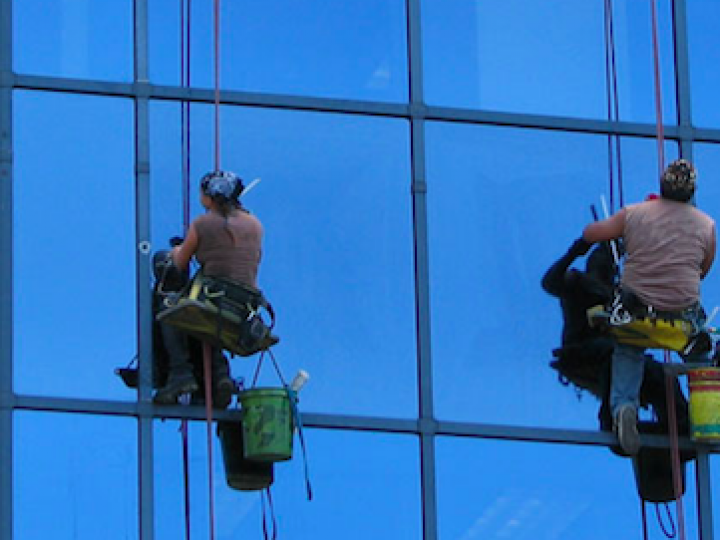 Industrial_window_cleaning